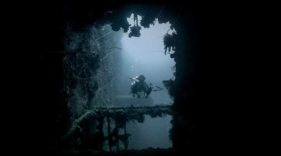 sunken-wreck-scuba-diving